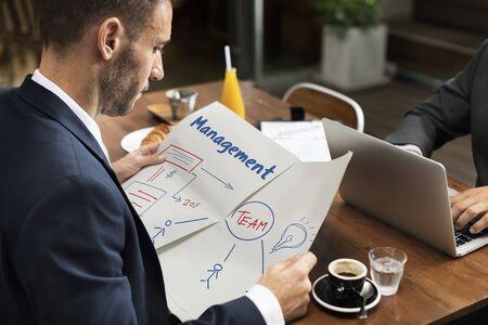 ビジネス マーケティング戦略チームワークの組織を計画