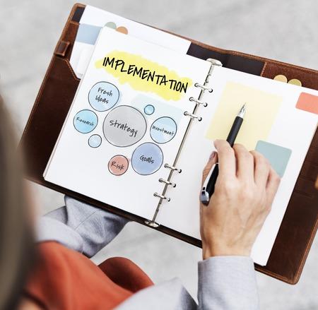 Hand werken op de notitieblok netwerk grafische overlay