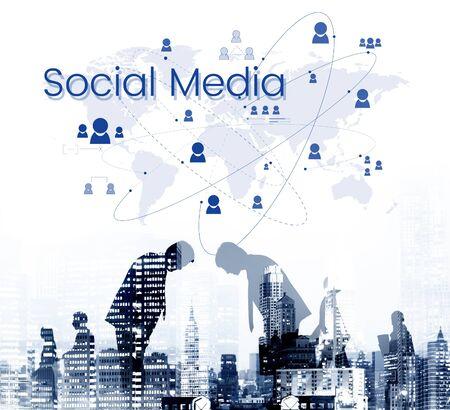 사람들은 글로벌 커뮤니케이션 기술을 연결했습니다.