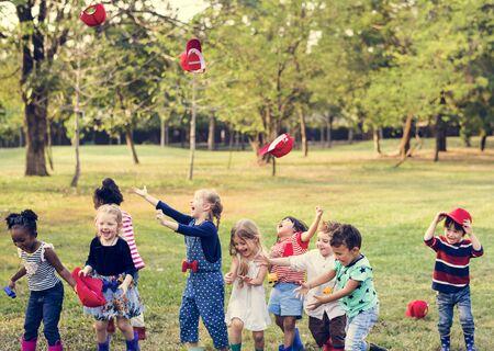 Gruppo di tappo rosso tappo sta felicità