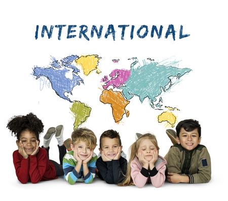 I bambini imparano l'istruzione con la cartografia mappatura grafica Archivio Fotografico - 82422956