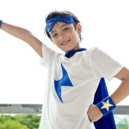슈퍼 영웅의 소년 상상의 자유 행복 개념 스톡 콘텐츠