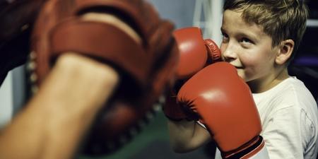 소년 권투 훈련 펀치는 운동 개념을 방해한다.