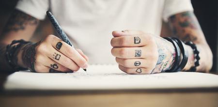 Concepto de estilo de vida alternativo de tatuaje estilo mujer glamour Foto de archivo - 82796166