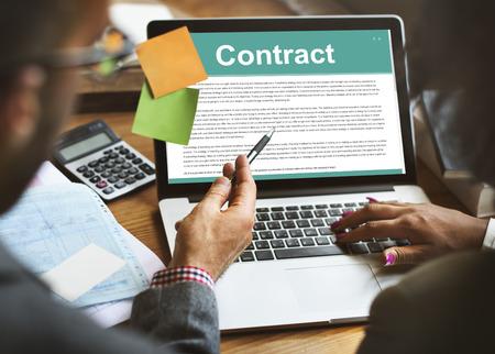 Conceito de contrato legal de termos de contrato de negócios Foto de archivo - 82727448