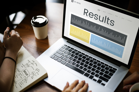 ビジネス パフォーマンス研究グラフの図 写真素材 - 82726295