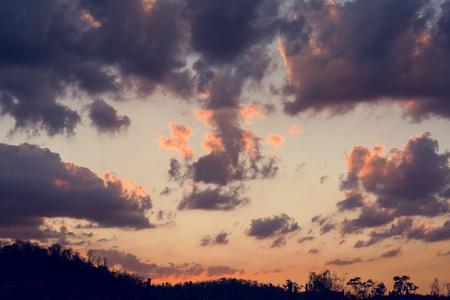 曇り青空 Beauytiful シーンと日光