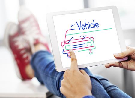 Illustratie van het vervoer van de autohuur op digitale tablet Stockfoto