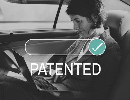 Patentierte Lizenzsicherung verpasst Standard-Bild - 82793455