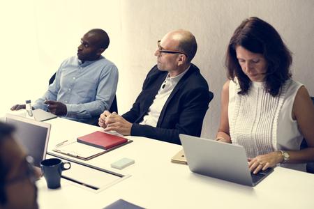 시작 비즈니스 팀 회의 워크숍에서 브레인 스토밍