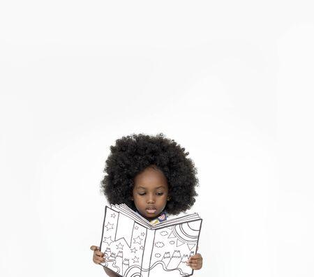 少女読書本教育一体スタジオ ポートレート 写真素材