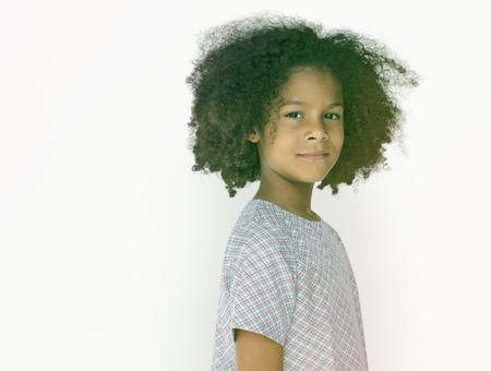 Petite fille confiance self esteem portrait en studio Banque d'images - 82759215