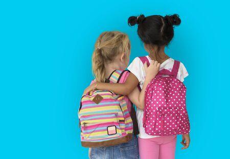 小さな女の子子供リア ビュー友情連帯