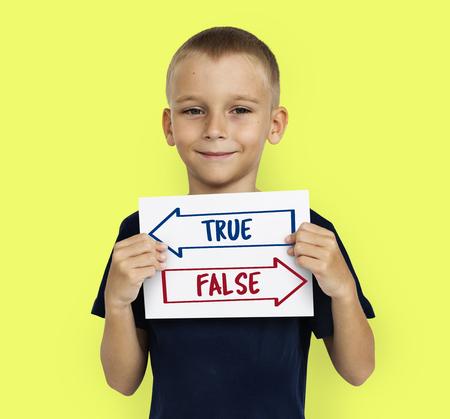진정한 거짓 결정의 결정 단어