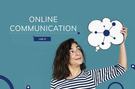 Woman holding speech bubble with Illustration of social media online communication 版權商用圖片 - 82818090