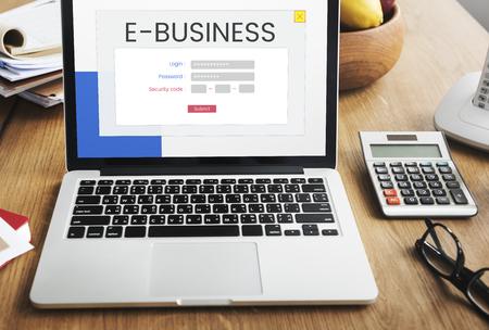 Netwerkverbinding grafische overlay achtergrond op laptop scherm Stockfoto