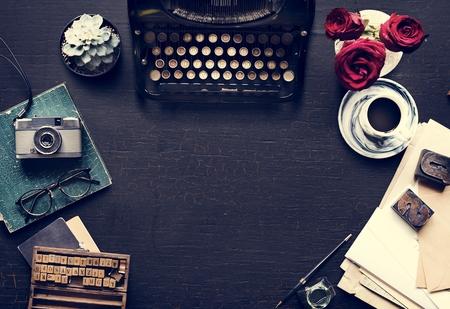 Schrijver tafel tafel met ouderwetse apparatuur Stockfoto
