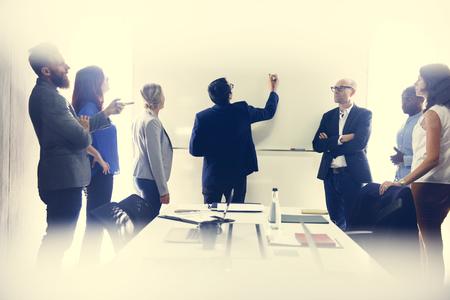 Startup Business-Team Brainstorming auf Rolltreppe Workshop Standard-Bild - 82916658