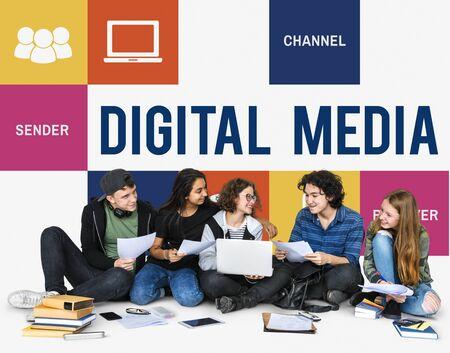 一緒に社会技術コンセプトの十代の若者たちのグループ化します。