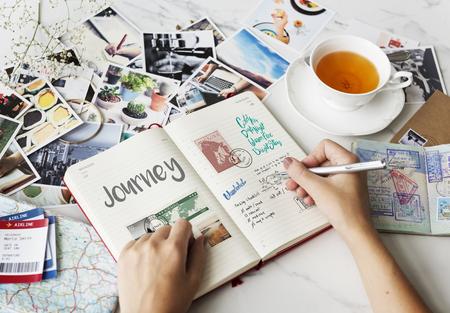Het plannen van reizende reisnotities wanderkust Stockfoto