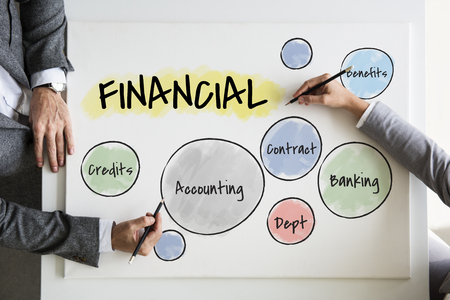 Business people with financial plannings Banque d'images - 113775141