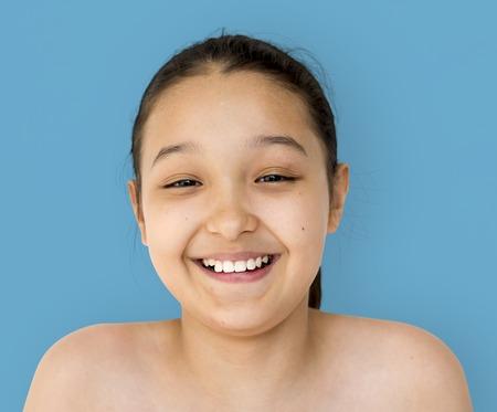 Ritratto di studio di espressione di sorriso della faccia del giovane adulto Archivio Fotografico - 83009115