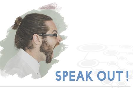 叫ぶ大人の男の背景に人権という言葉を話す