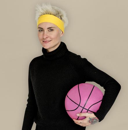 幸せのバスケット ボールのスポーツの肖像を笑顔の女性 写真素材