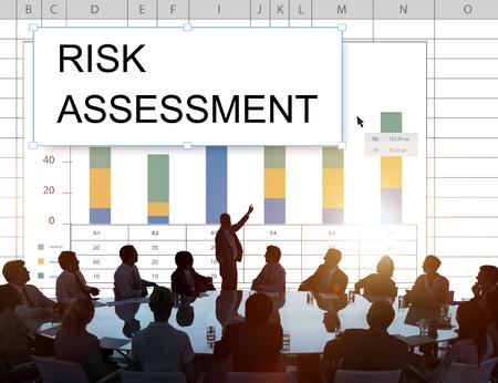 Tabella grafico della tabella di tabella dei fogli di calcolo di valutazione dei rischi Archivio Fotografico - 83007991