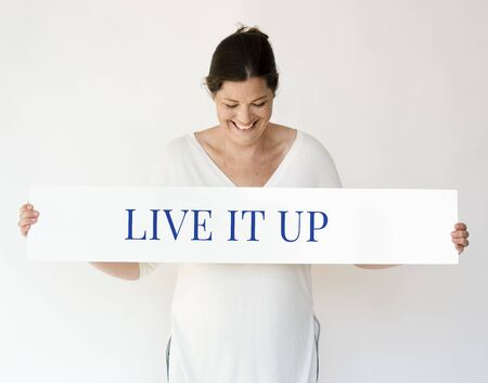 Vrouw met banner netwerk grafische overlay