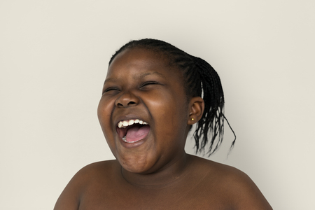 Ritratto di sorriso di giovane donna in studio di studio di testa Archivio Fotografico - 83059813