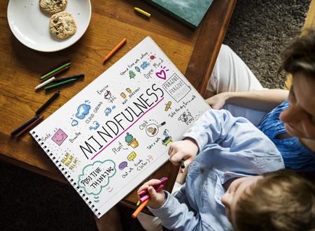 행복 소년에는 mindfulness 여가 활동 그림이있다