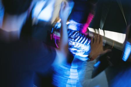 DJ가 믹서 스테이션에 있습니다. 스톡 콘텐츠