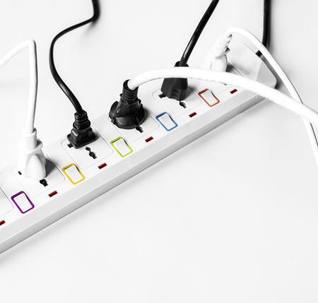 ふんだんに盛り込んだ電気電源プラグ白で隔離 写真素材