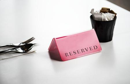 Mesa de comedor de la escena del servicio reservado Foto de archivo - 85323167