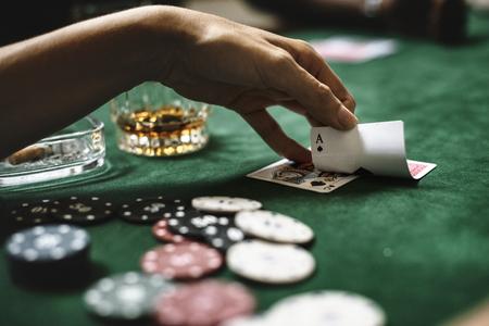 Giocare a poker concetto