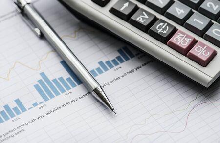 Closeup of pencil next to calculator 版權商用圖片