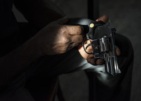 총을 들고 손