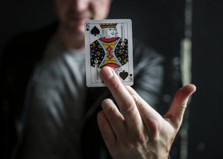 Hand showing a king card Banque d'images