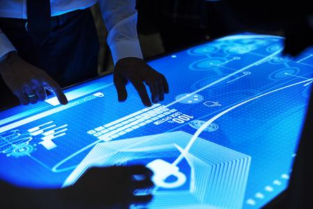 サイバー スペースのテーブルで技術会議