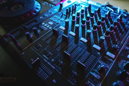 Mixer euipment intrattenimento DJ station Archivio Fotografico - 85968751