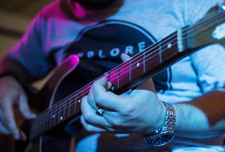 Man playing guitar on leisure event Reklamní fotografie