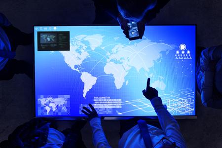 技術のサイバー スペースの会議の人々