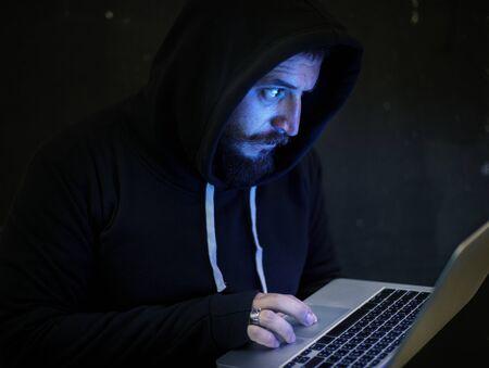 Hacker travaillant sur la cybercriminalité informatique Banque d'images