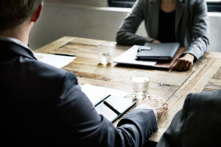 Les gens d'affaires ayant une réunion de stress Banque d'images