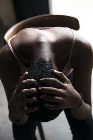 Black woman worried gesturing Banque d'images