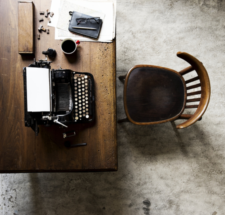 Aerial view of retro vintage typewriter on wooden table Stok Fotoğraf