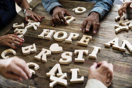 Een houten alfabet hoop woord op de tafel Stockfoto