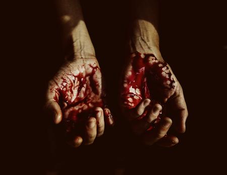 피 묻은 손