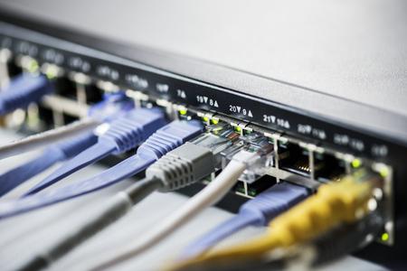 ハブ ネットワーク上の LAN ケーブル